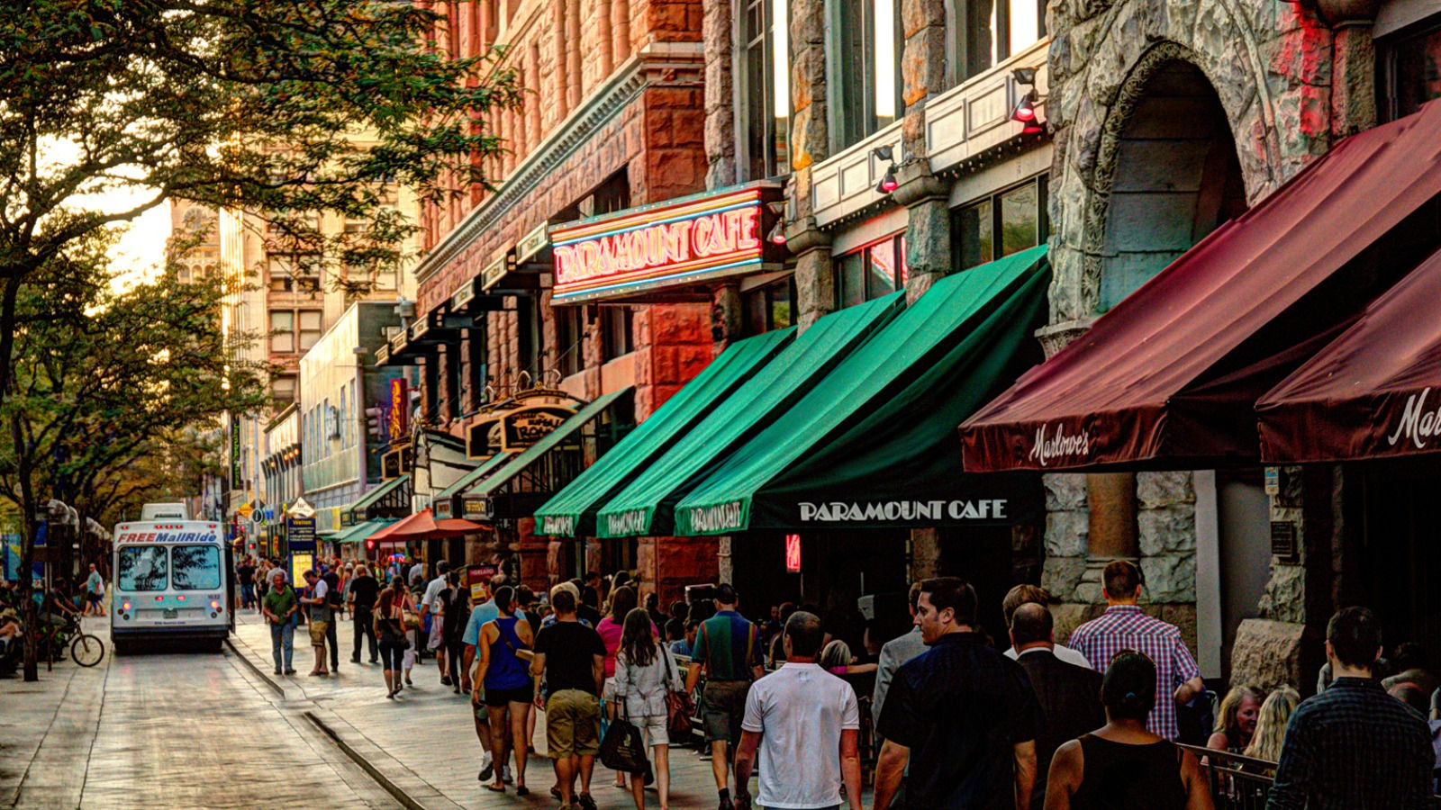 Downtown Denver Attractions - 16th Street Pedestrian Mall